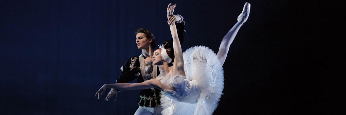 """Ballett """"Schwanensee"""" in der Semperoper Dresden."""